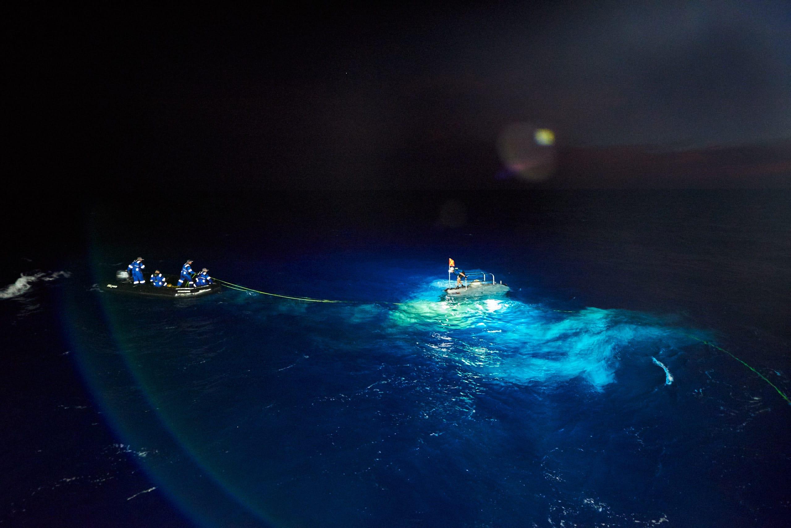 Wynurzenie pojazdu Deepsea Challenger z Rowu Mariańskiego