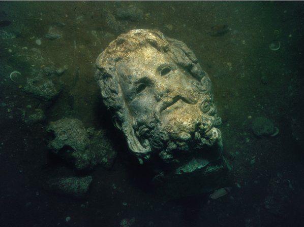 Serapis w wodzie