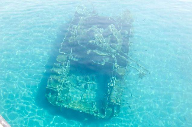 Czołgi widoczne są z powierzchni wody