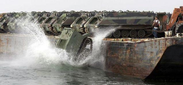 Transporter wpadający do wody