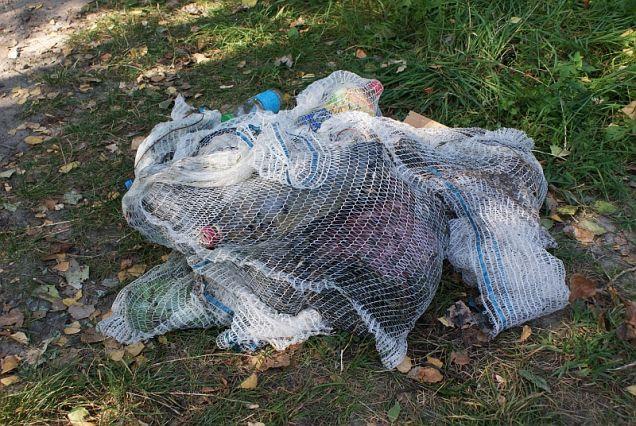 Śmieci wyłowione z wody
