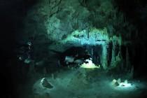 Nurkowanie w jaskini Nai Tucha