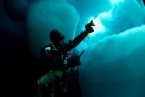 Nurkowanie pod arktycznym lodem
