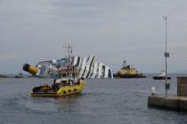 Nurkowie włoskiej marynarki na wraku Costa Concordia
