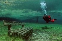 Niesamowite zielone jeziorko w Alpach