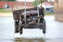 Rosja: nurkowie wyłowili wrak ciężarówki