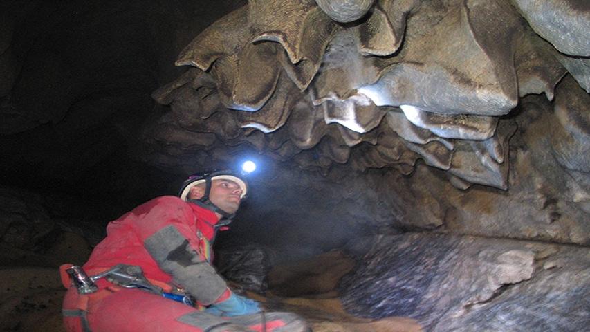Ciekawe formacje skalne w Rakin Ponor, fot.Maciek Olinkiewicz Lama
