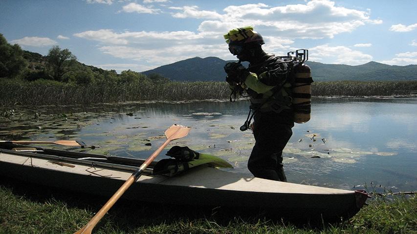 Honzo przed nurkowaniem z kajaka2,fot.Jacek Olinkiewicz