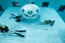 W basenie NEMO33 otwarto pierwszą podwodną restaurację! – video