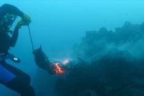Podwodne zabawy z lawą – video