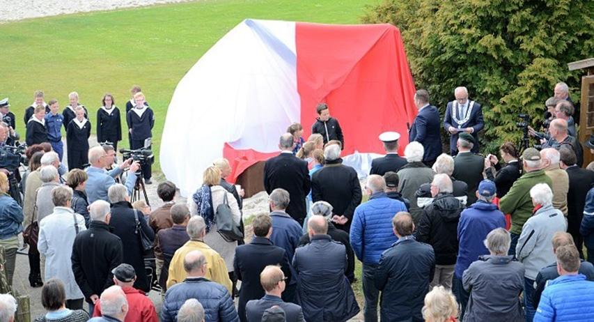 Chwila-przed-odsłonięciem-pomnika-pamięci-polskiej-załogi-Wellington-polskiego-dywizjonu-3052