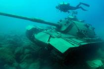 W Turcji jako nurkową atrakcję zatopiono czołg – video