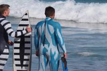 Mokry skafander chroniący przed rekinami – video