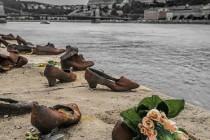 Nurkowie szukają w rzece ofiar holokaustu
