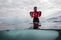 Turecka freediverka Sahika Ercumen zanurkowała na Antarktydzie