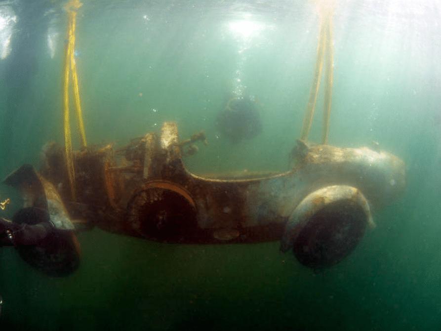 Bugatti-z-dna-jeziora-Maggiore