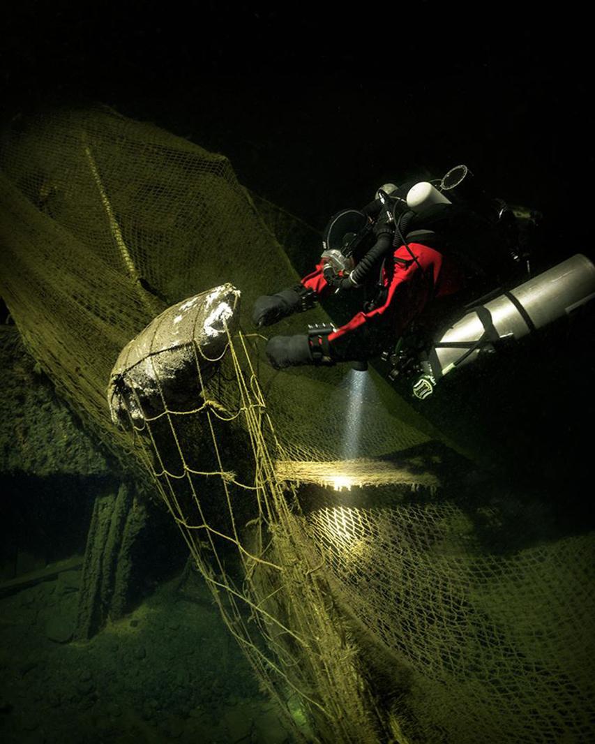 nurek tnący sieci na wraku parowca Morze Bałtyckie divers24.pl