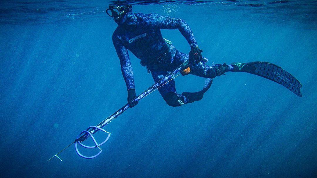 Alex Pullin łowiectwo podwodne polowanie z kuszą