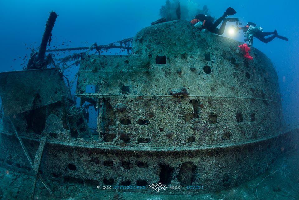 Nurek na wraku HMS Perseus divers24.pl