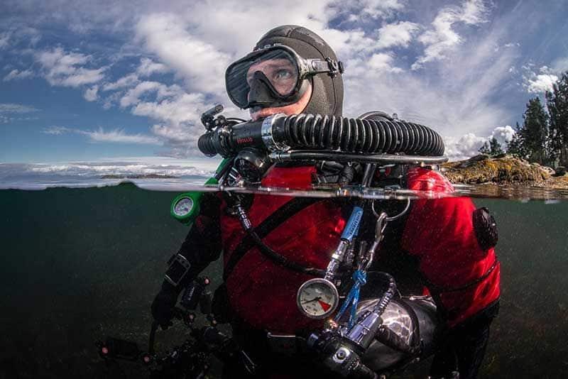 Nurek z rebreatherem Hollis Prism 2