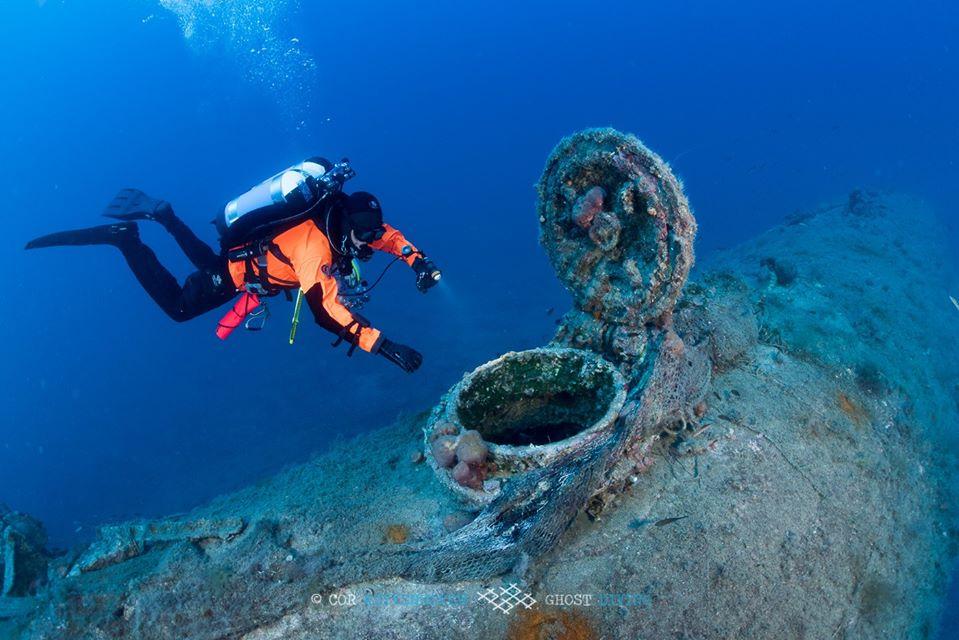 nurek przy włazie do okrętu divers24.pl