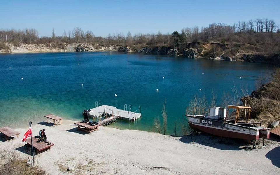 Widok na Kamieniołom Piechcin z brzegu Centrum Nurkowe Piechcin divers24.pl
