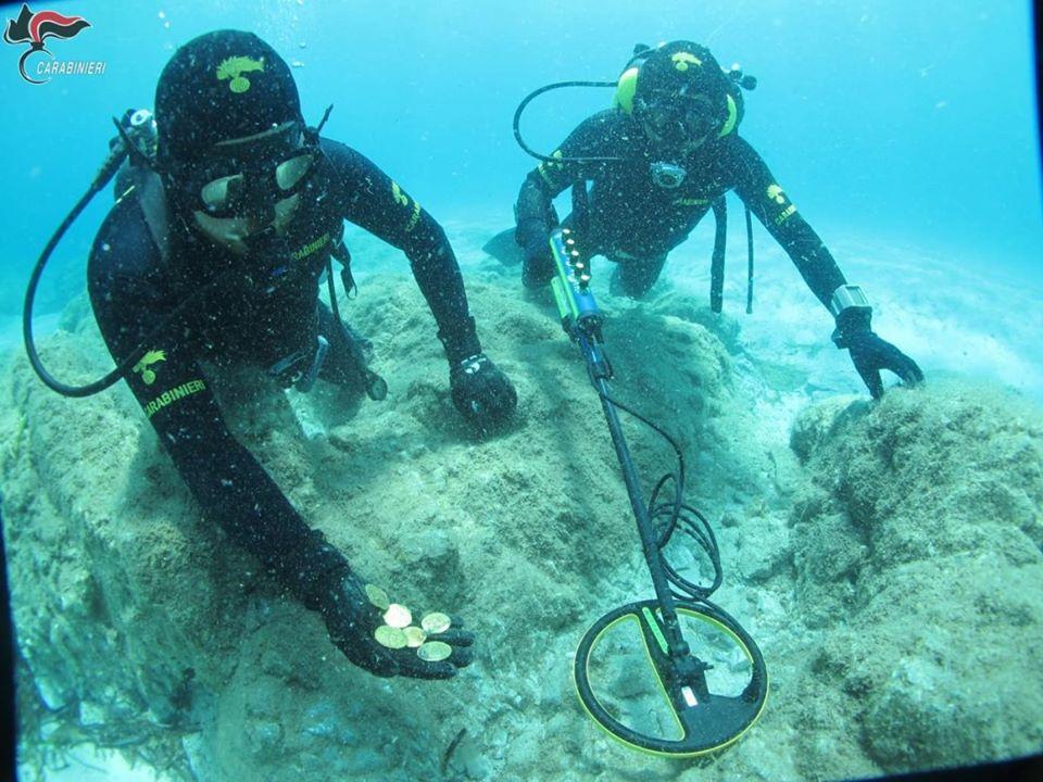 W Zatoce Orosei na Sardynii odnaleziono złote monety divers24.pl