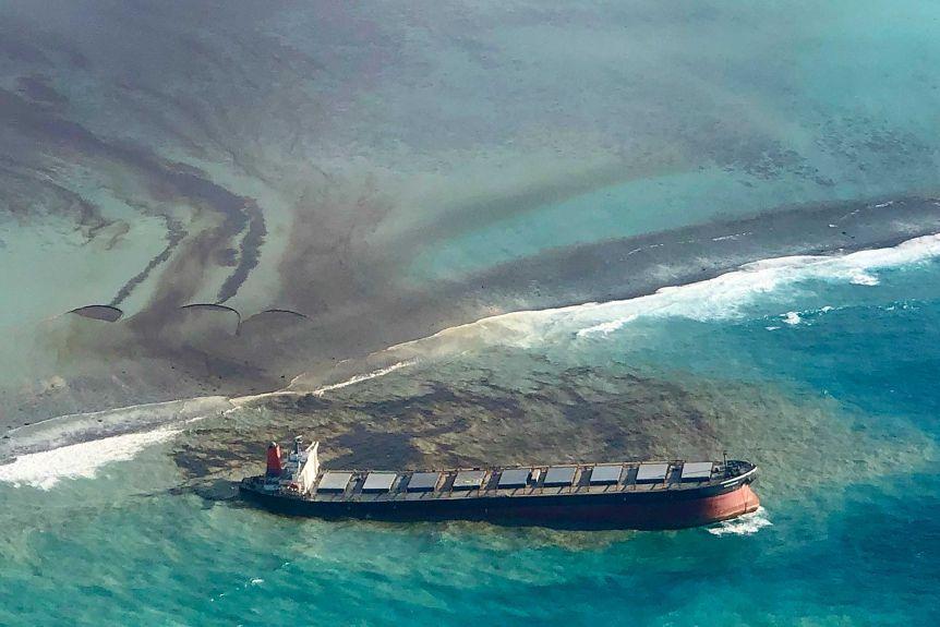 Wyciek oleju z MV Washio Mauritius divers24.pl