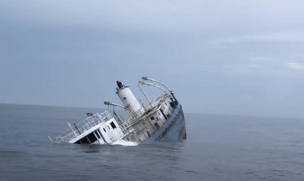 Wycofany ze służby frachtowiec zatopiony w USA divers24.pl