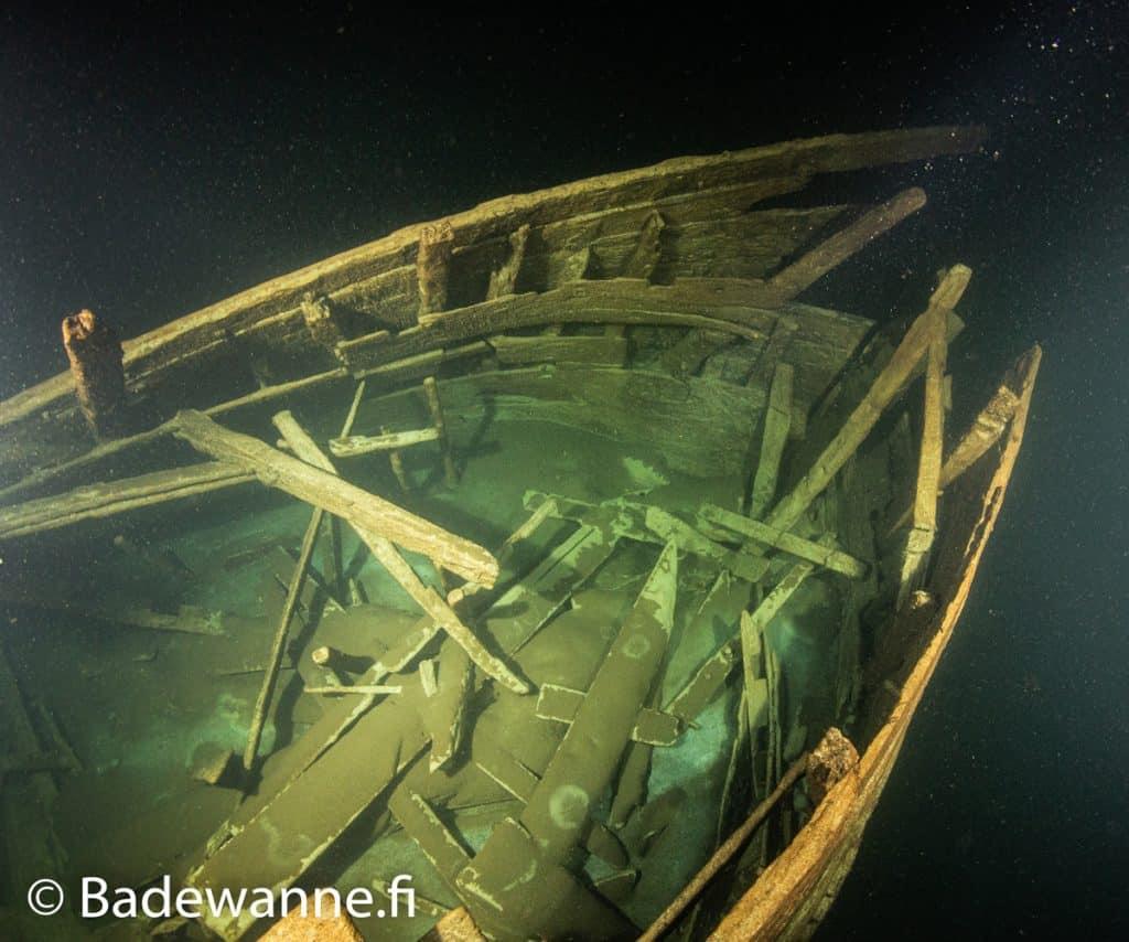 Eksploracja drewnianego wraku Morze Bałtyckie divers24.pl