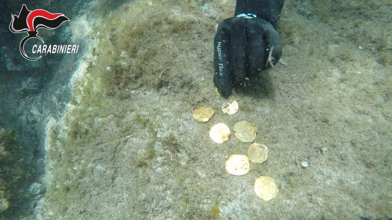 Nurek prezentuje złote monety Sardynia divers24.pl