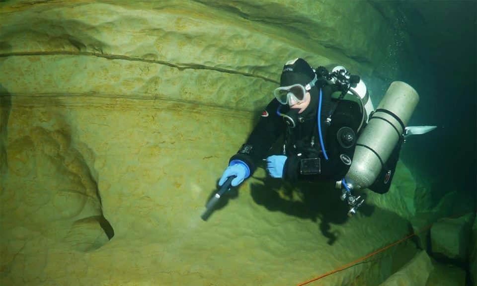 nurek z latarką hw backup divers24.pl