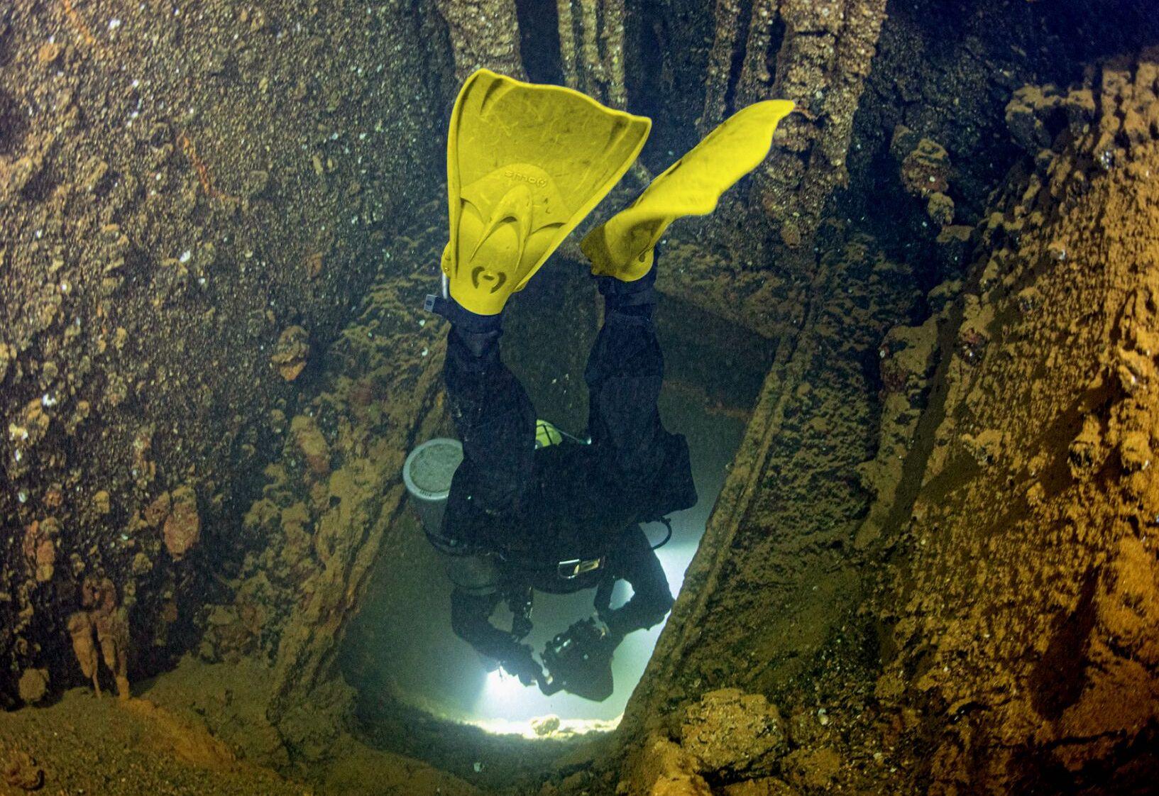 nurkowanie we wraku płetwy hollis f1 lt divers24.pl