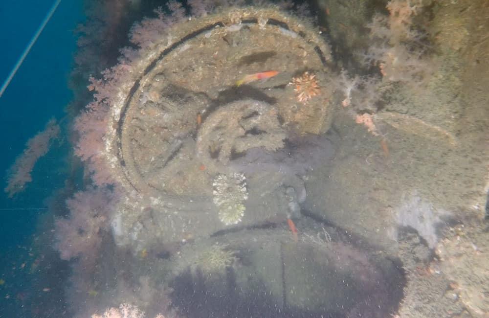 Otwarty właz wraku USS Grenadier divers24.pl