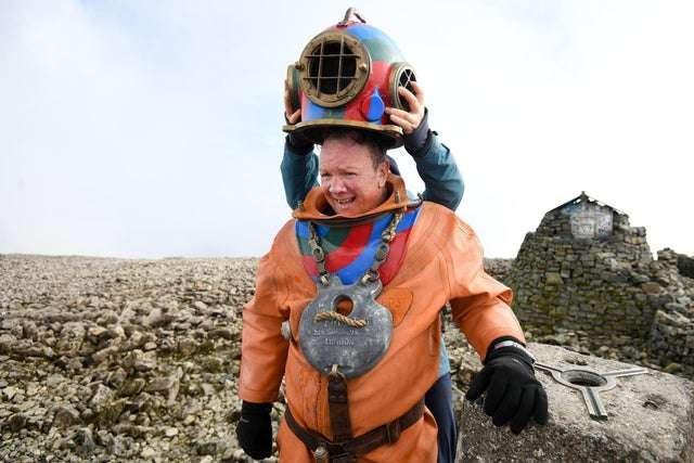 Ben Nevis wejście na szczyt w stroju nurka klasycznego