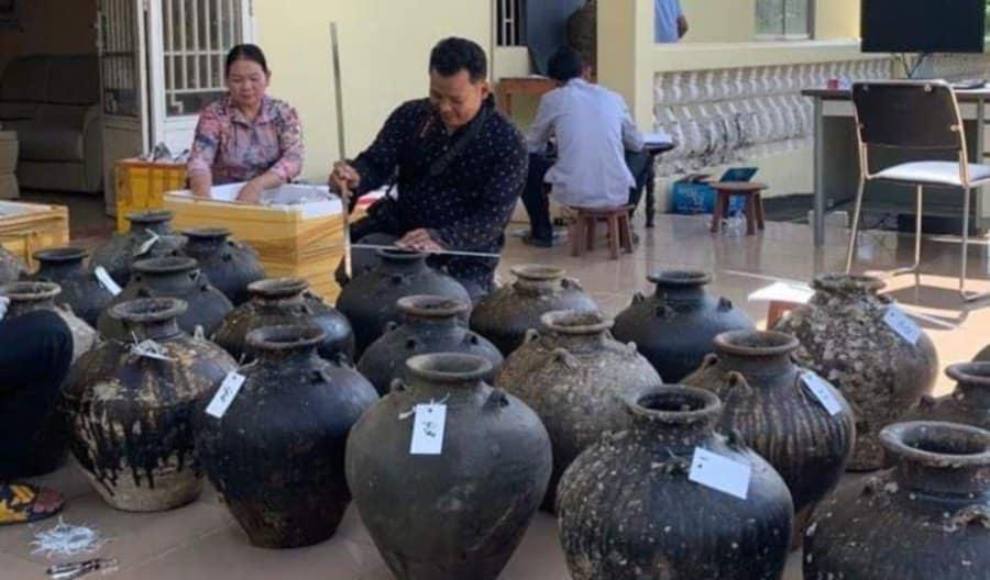 naczynia Wydobyte Nielegalnie Z Wraku Kambodża Divers24.pl