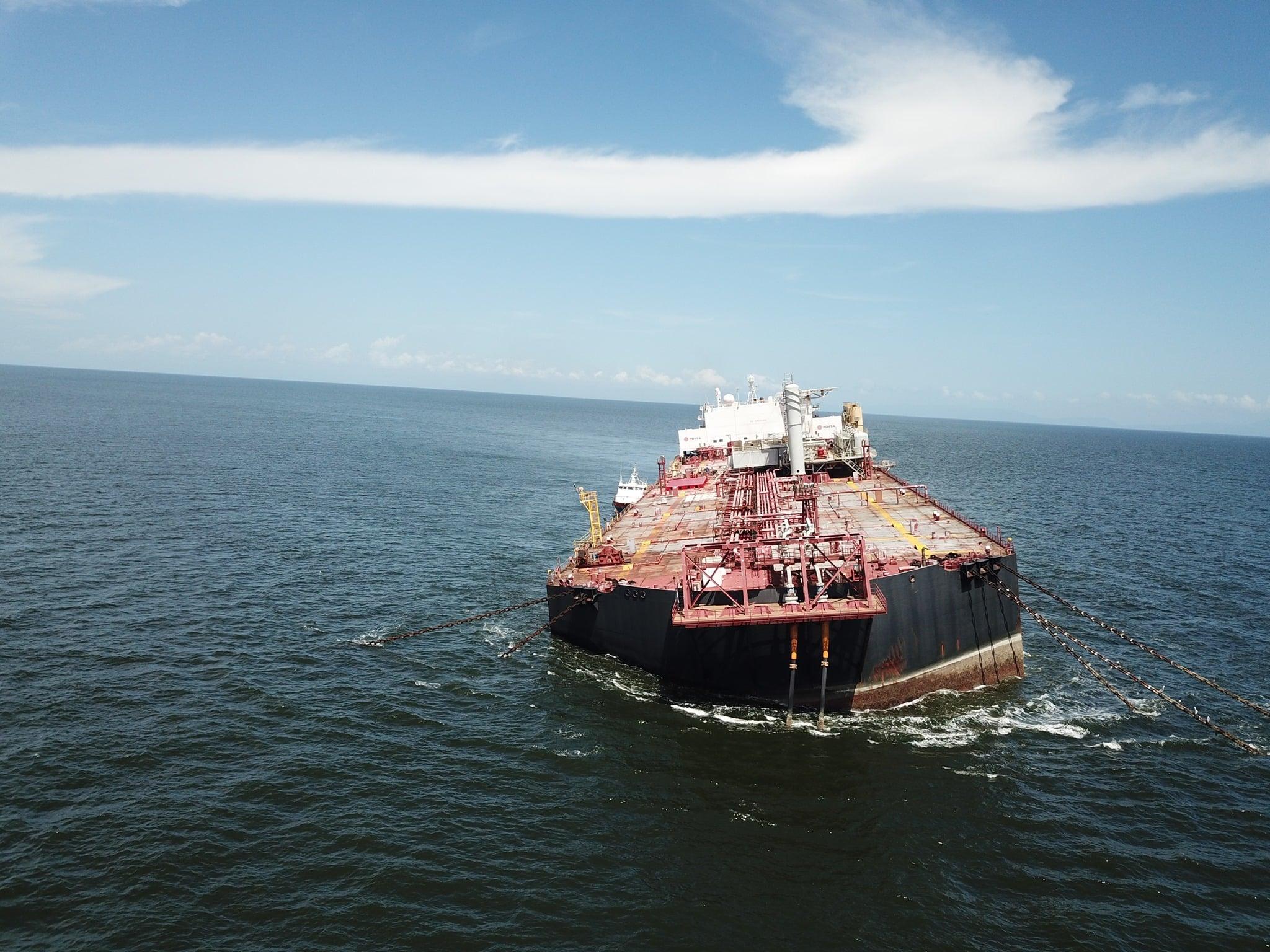 Karaiby wyciek ropy z tankowca