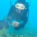 Archeolog pracujący pod wodą