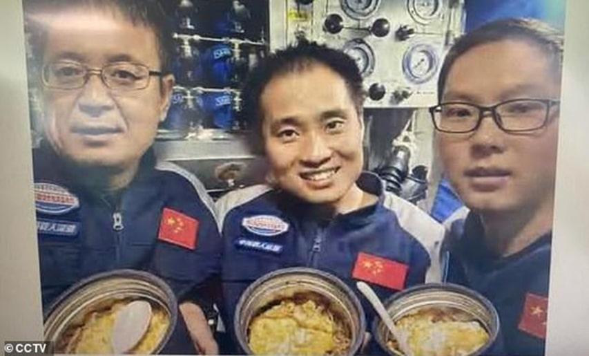 Chińska załoga na dnie Głębi Challengera