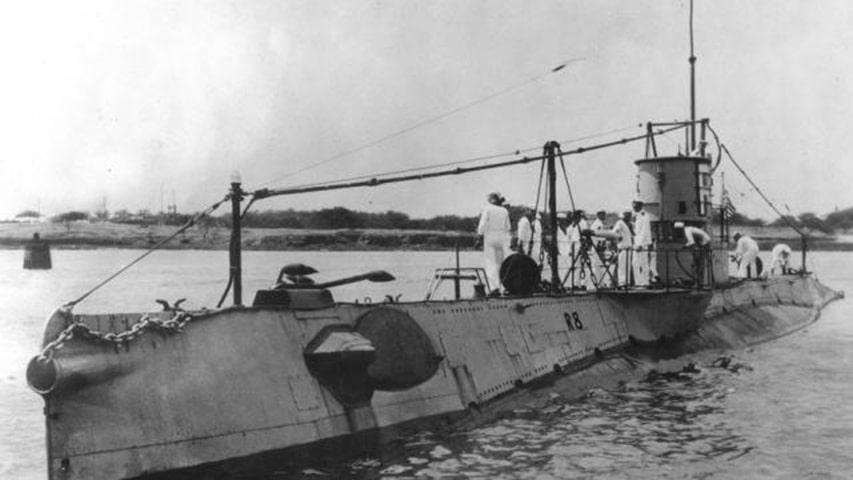 historycze zdjecie okrętu podwodnego R8