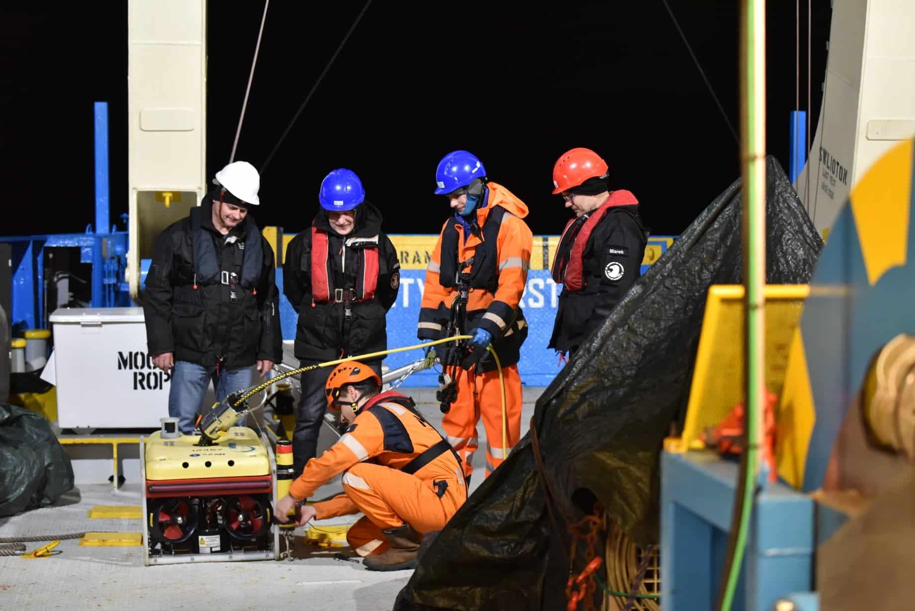 Przygotowywanie robota ROV do zanurzenia