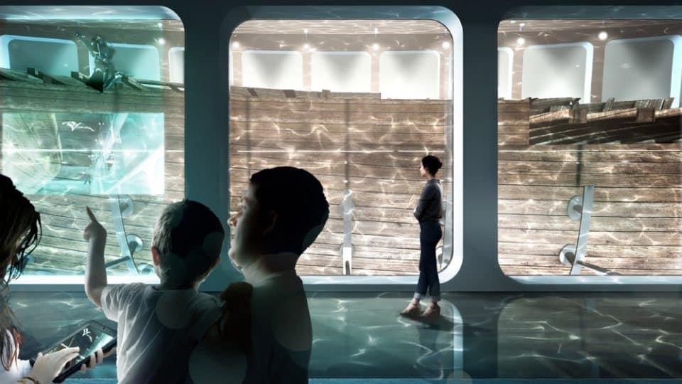 Ludzie zwiedzający muzeum na wraku Amsterdam
