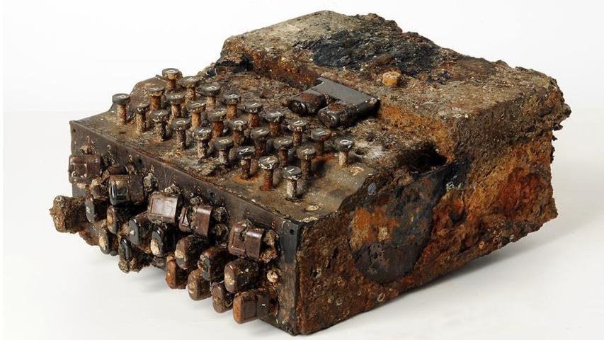 Zniszczona maszyna szyfrująca Enigma wyłowiona z Bałtyku