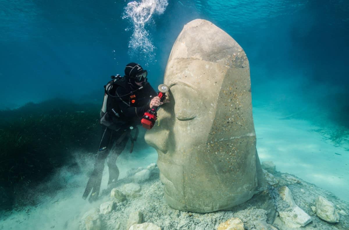 wykonywanie podwodnej rzeźby