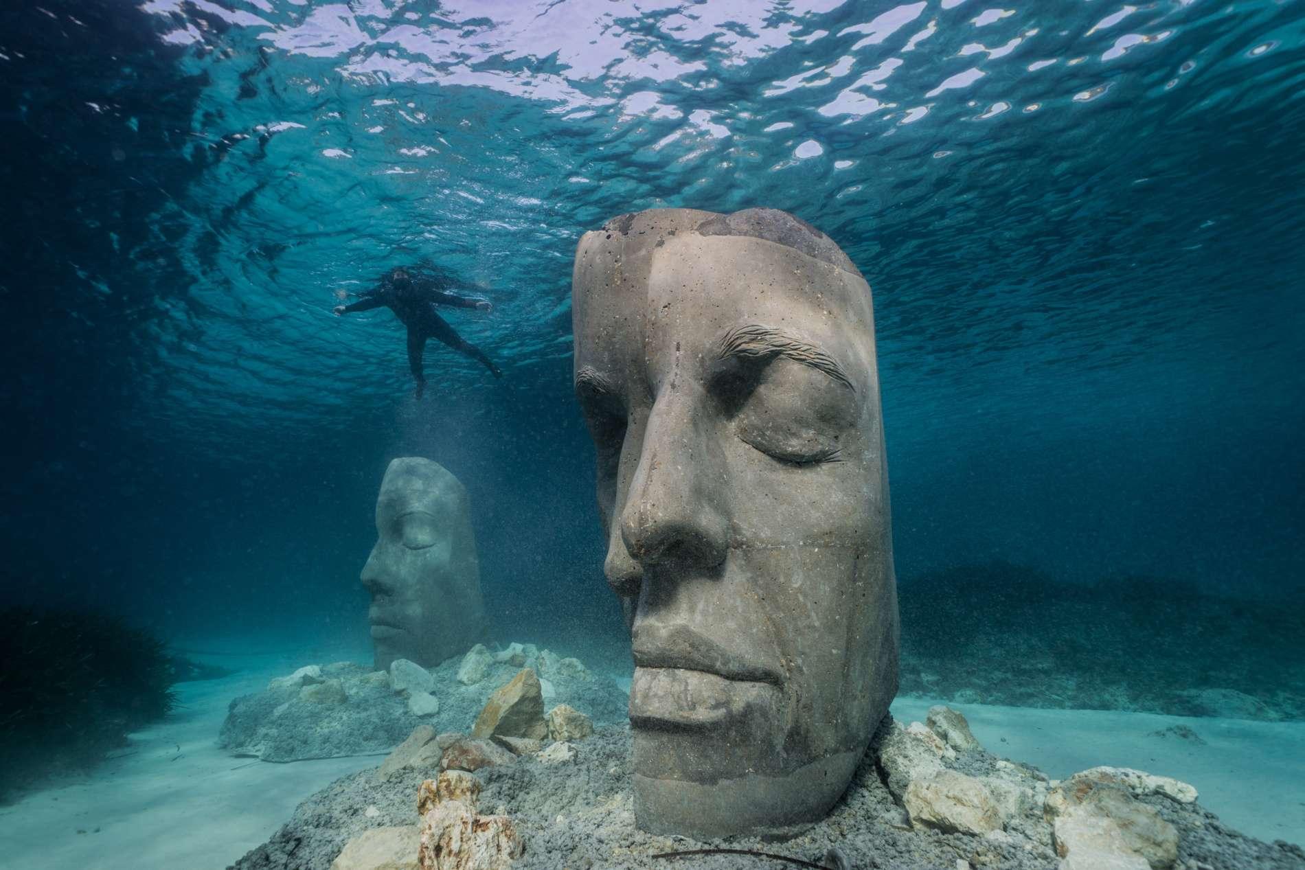 Rzeźby twarzy zatopione w Morzu Śródziemnym