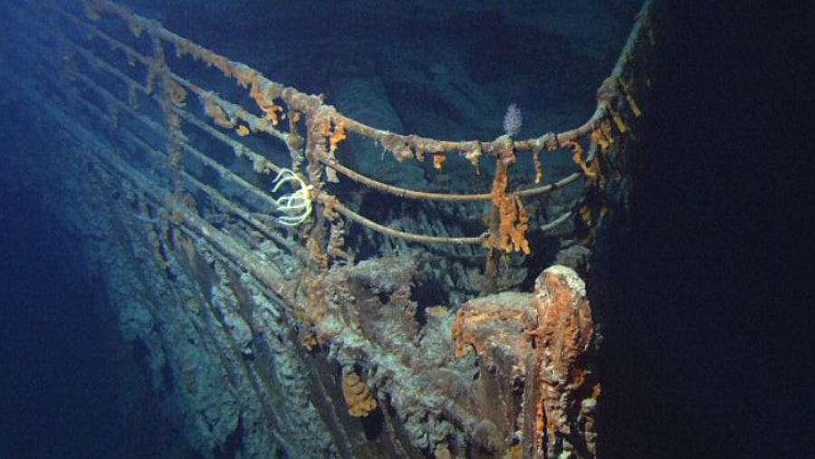 Relingi na dziobie wraku RMS Titanic