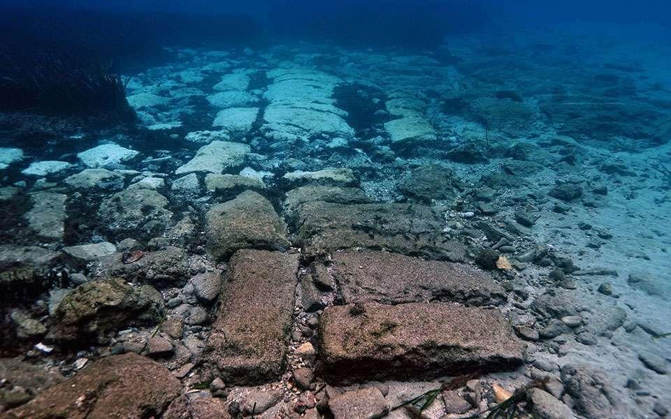 Pozostałości zatopionego miasta Olous