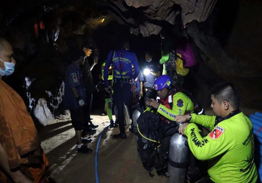 Buddyjski mnich uwięziony w zalanej jaskini