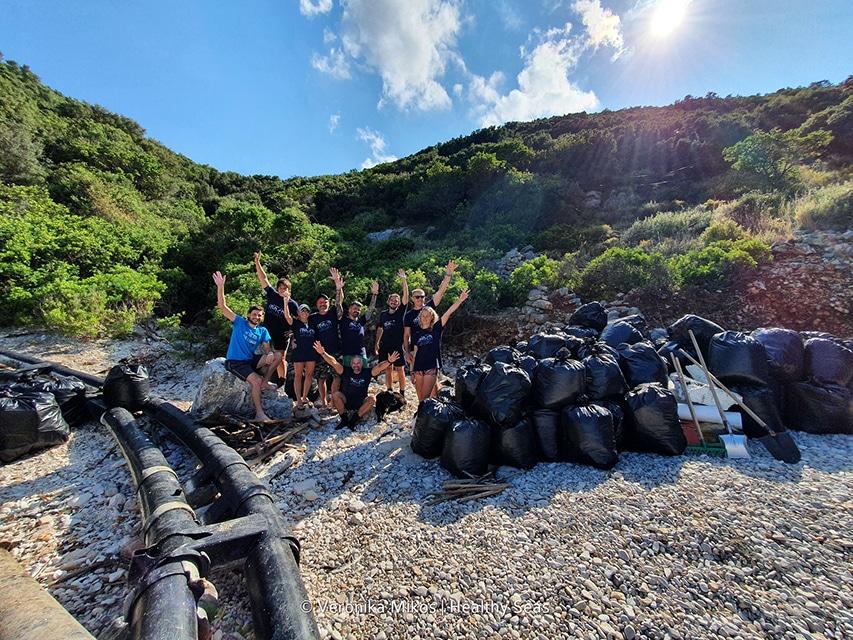 Zebrane śmieci z wybrzeża Itaki