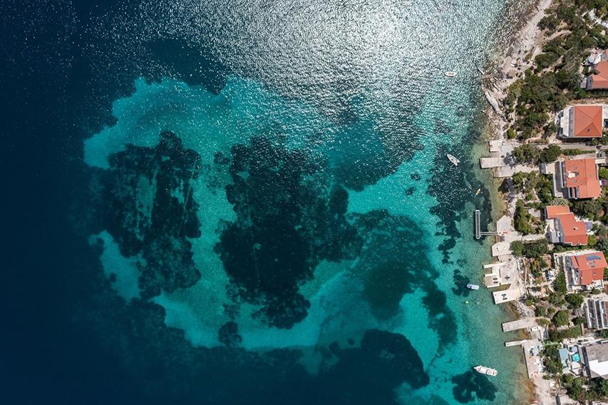 Fotografia wybrzeża wykonana dronem